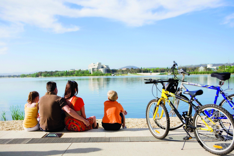 summer in canberra city holiday christmas canbhol short term holiday accommodation hotel