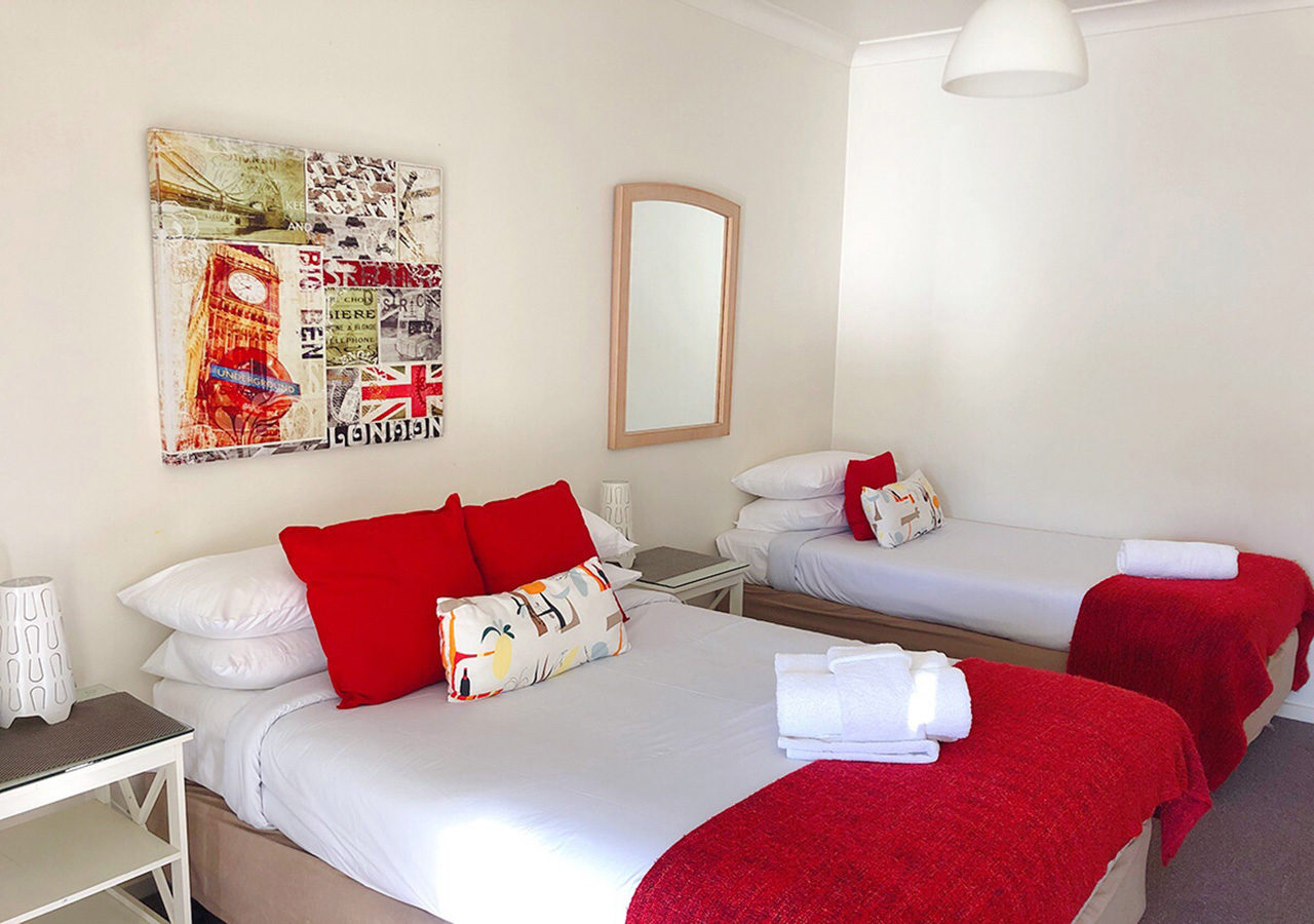 canberra short term holiday accommodation standard budget hotel motel studio unit kitchenette larger bedroom