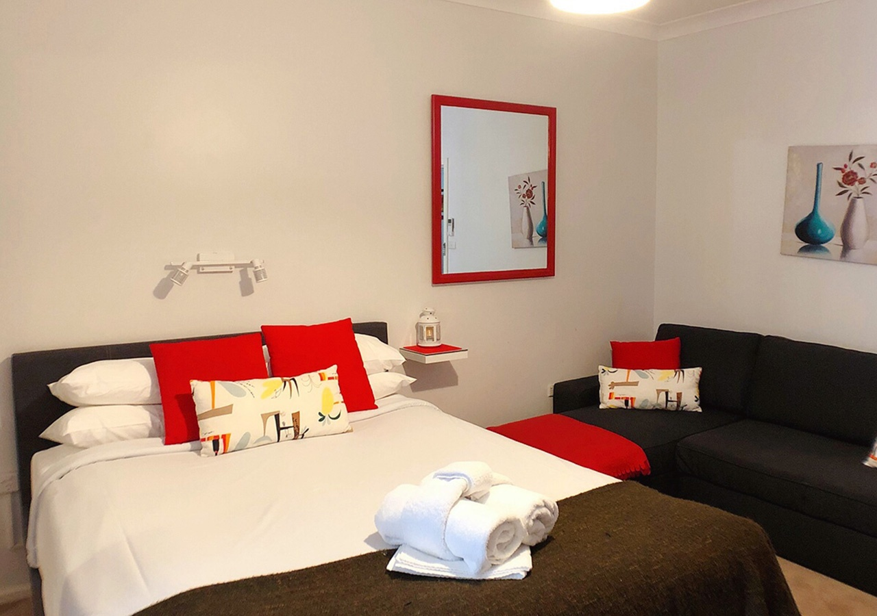 canberra short term holiday accommodation standard budget hotel motel studio unit kitchenette larger bedroom premium