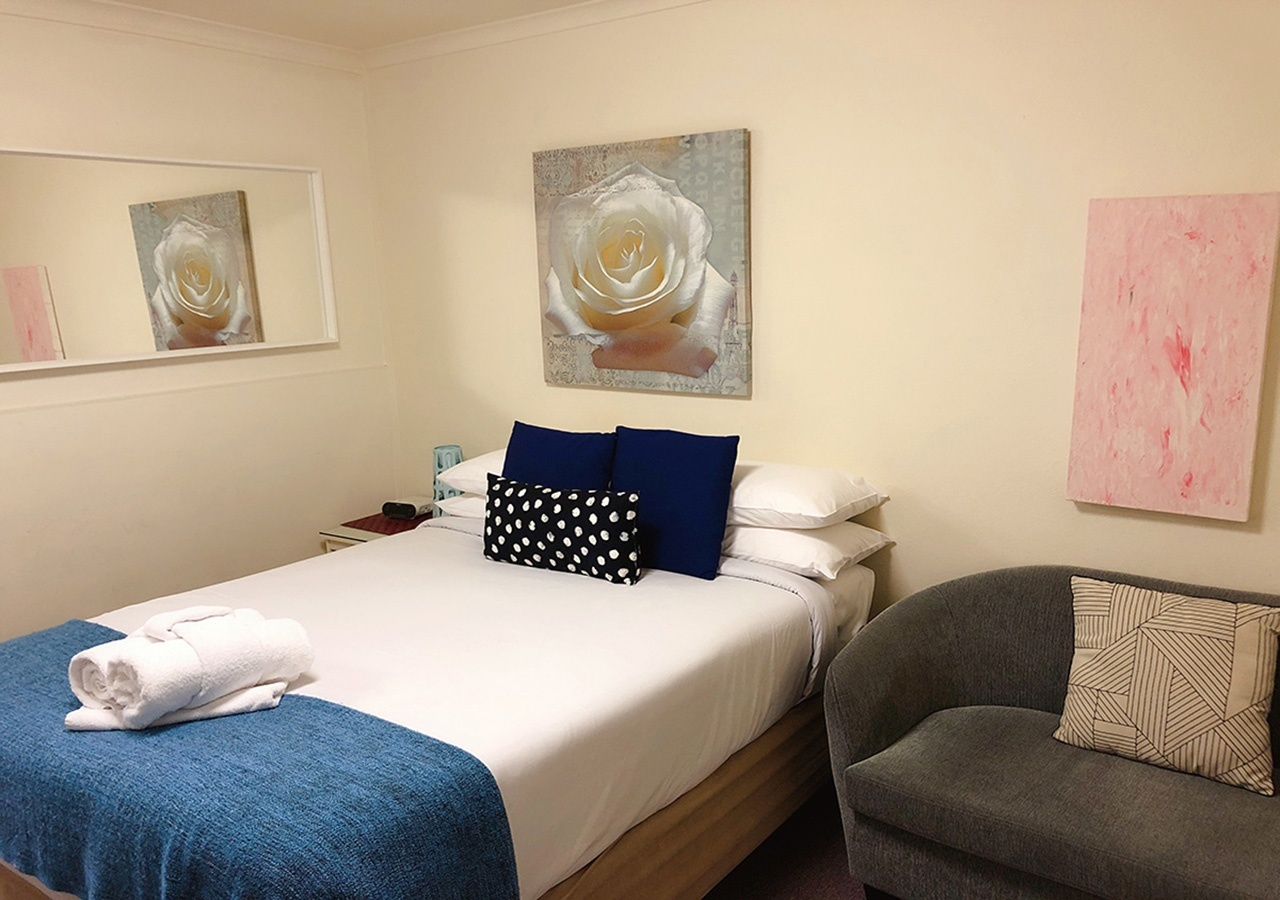canberra short term holiday accommodation standard budget hotel motel studio unit kitchenette