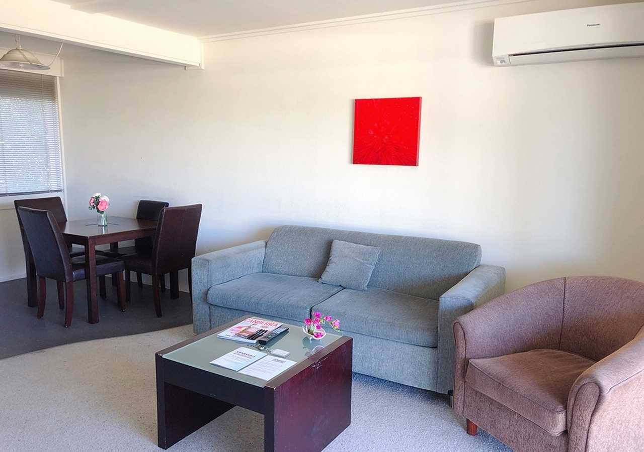 canberra short term holiday accommodation standard budget hotel motel studio unit kitchenette larger sofa couch bed bbq one bed outdoor patio