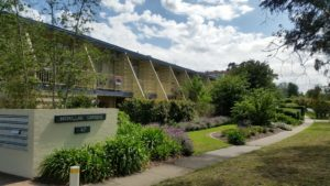 mcmillan gardens canbhol canberra short term holiday accommodation