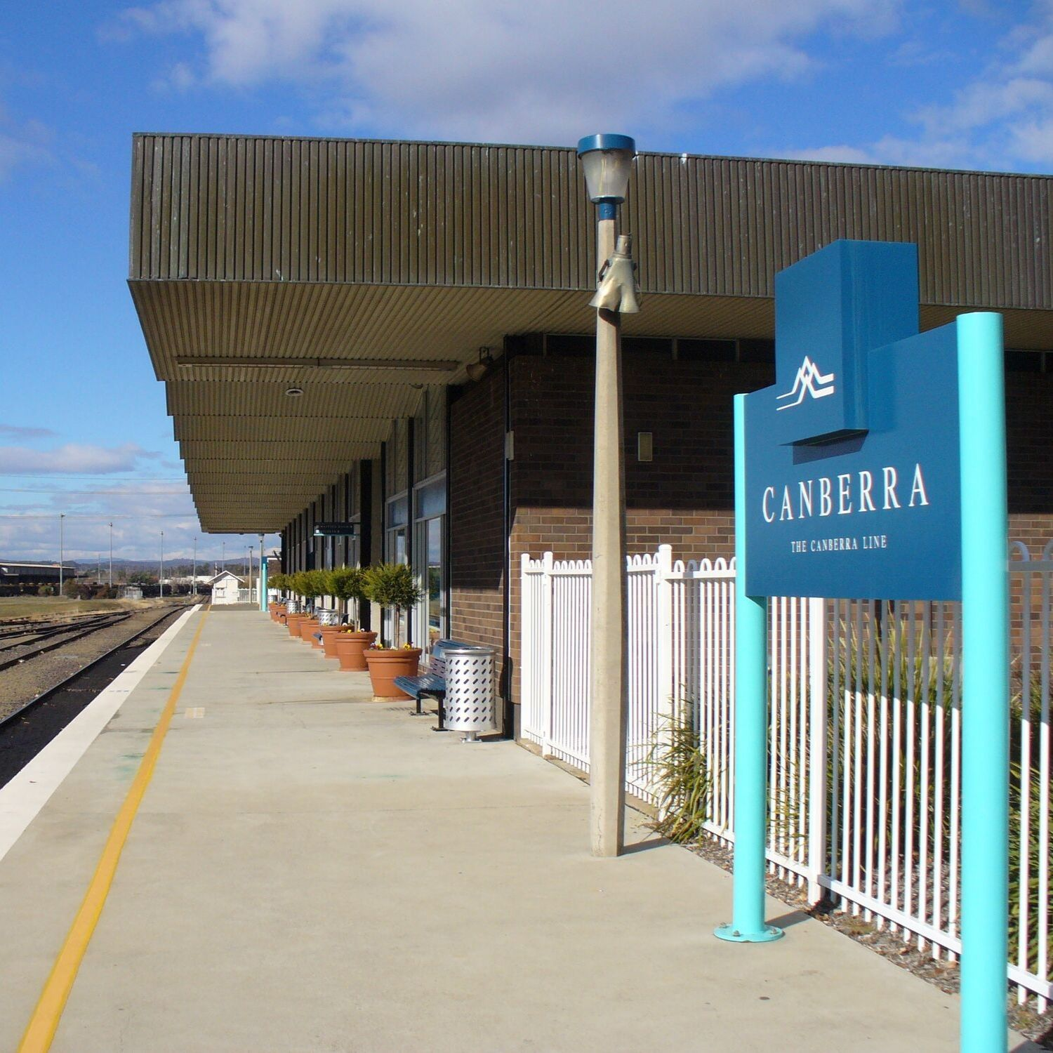 canberra short term holiday accommodation ACT station railway hotel motel budget train