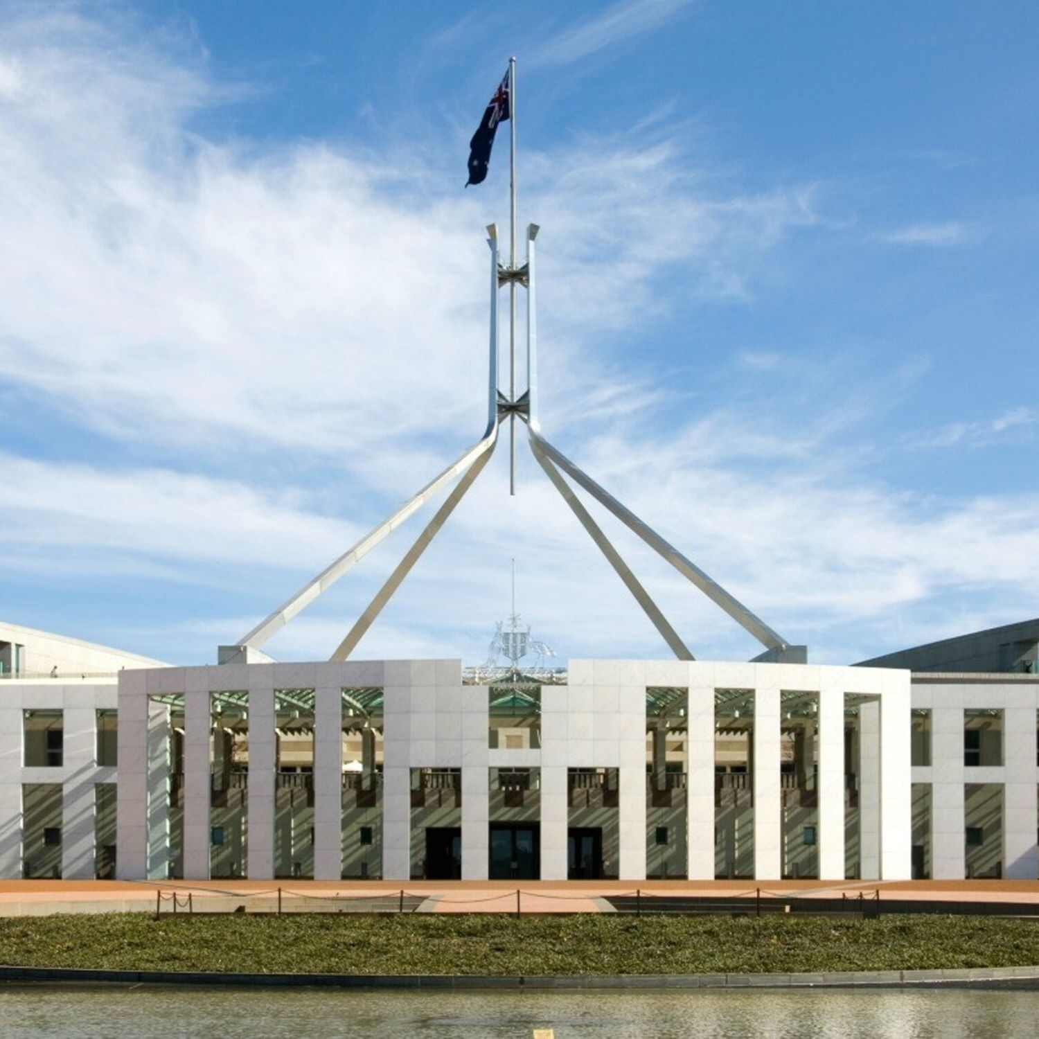 canberra short term holiday accommodation hotel motel budget ACT parliament house australia
