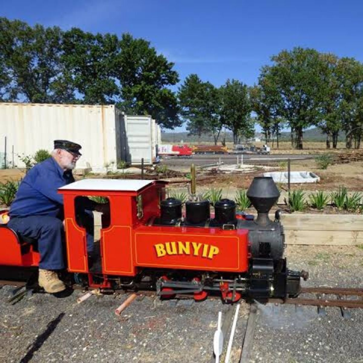 canberra miniature railway train rides attraction canbhol short term holiday accommodation budget hotel family friendly
