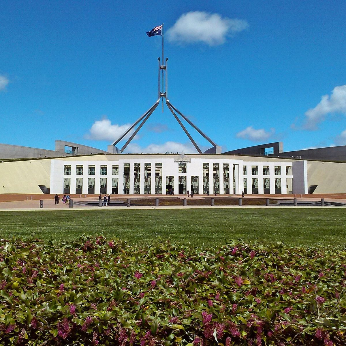 canberra parliament house australia capital city short term holiday accommodation triangle circle government