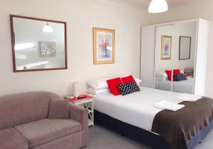 canberra short term holiday accommodation self isolation social distancing budget cheap hotel motel aparthotel studio