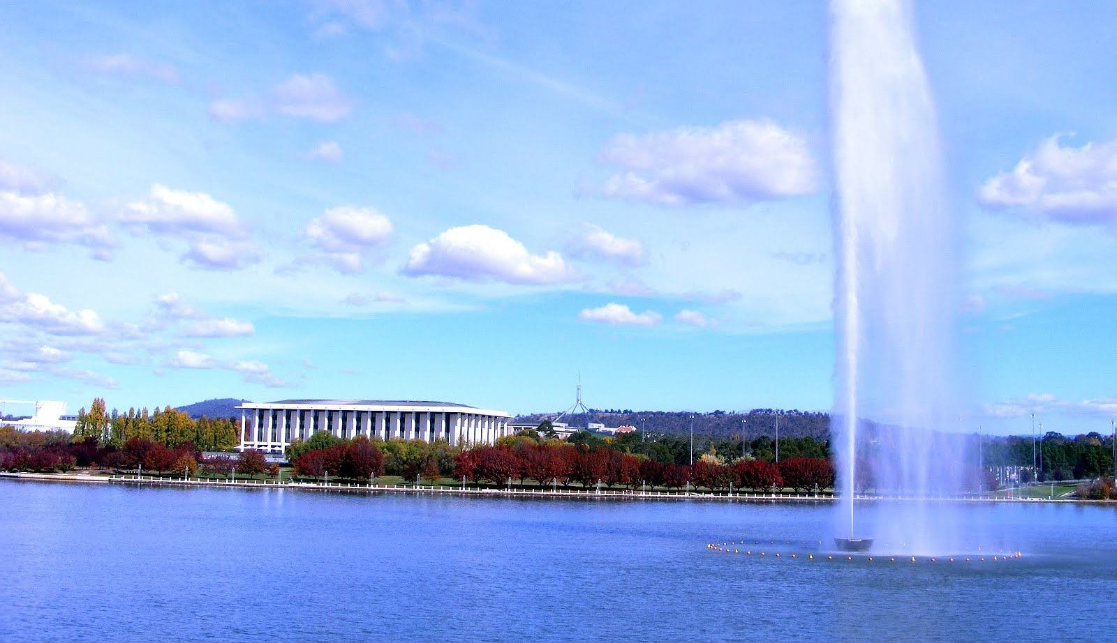 canberra short term holiday accommodation national library parliament house hotel motel budget
