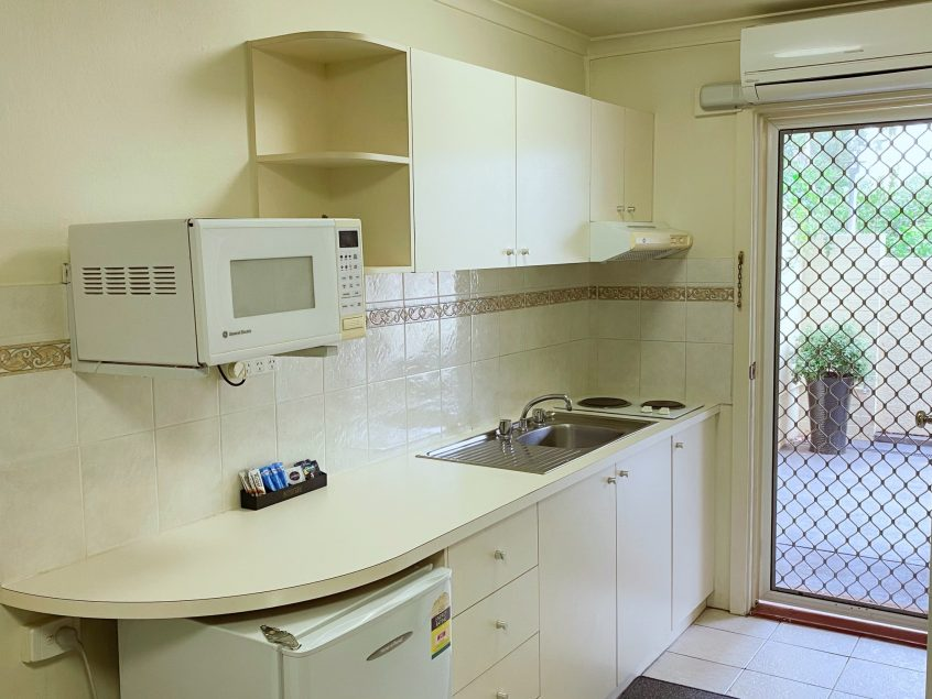 canberra short term holiday accommodation in room kitchen cooking facilities self catering kitchenette hotel motel stay ACT capital city