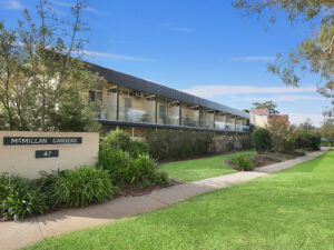 Canberra short term holiday accommodation hotel motel location budget family work travel ACT capital city